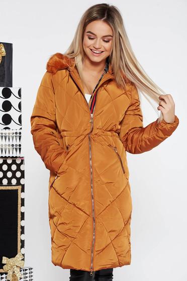 Téglaszín casual vízhatlan dzseki belső béléssel műszőrme díszítéssel
