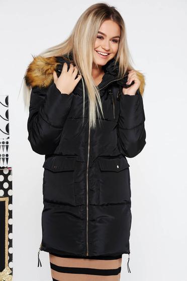 Fekete casual vízhatlan dzseki belső béléssel a kapucni nem távolítható el műszőrme díszítéssel