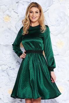 Zöld StarShinerS elegáns harang ruha szatén anyagból hímzett betétekkel övvel ellátva