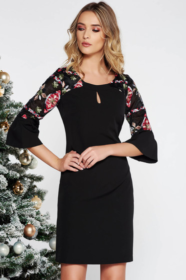 Fekete elegáns hímzett ruha enyhén elasztikus szövet belső béléssel egyenes szabással