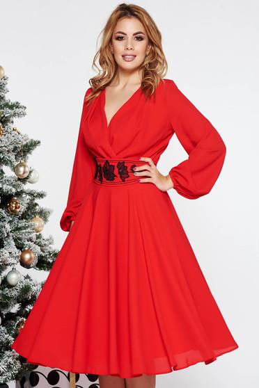 Piros LaDonna elegáns midi harang ruha fátyol belső béléssel övvel ellátva hímzett