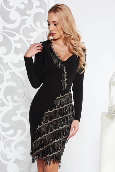 Fekete rojtos alkalmi ruha finom tapintású anyag belső béléssel flitteres díszítéssel