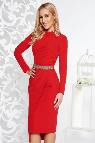 Piros alkalmi ceruza ruha rugalmatlan szövet belső béléssel övvel ellátva