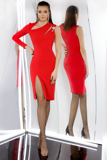 Piros PrettyGirl alkalmi midi ruha szűk szabás enyhén elasztikus szövet belső béléssel bross kiegészítővel