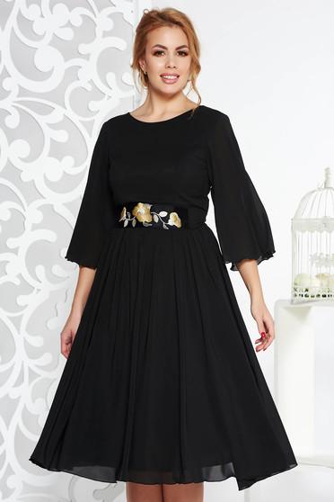 Fekete StarShinerS alkalmi harang ruha fátyol anyag belső béléssel övvel ellátva hímzett betétekkel