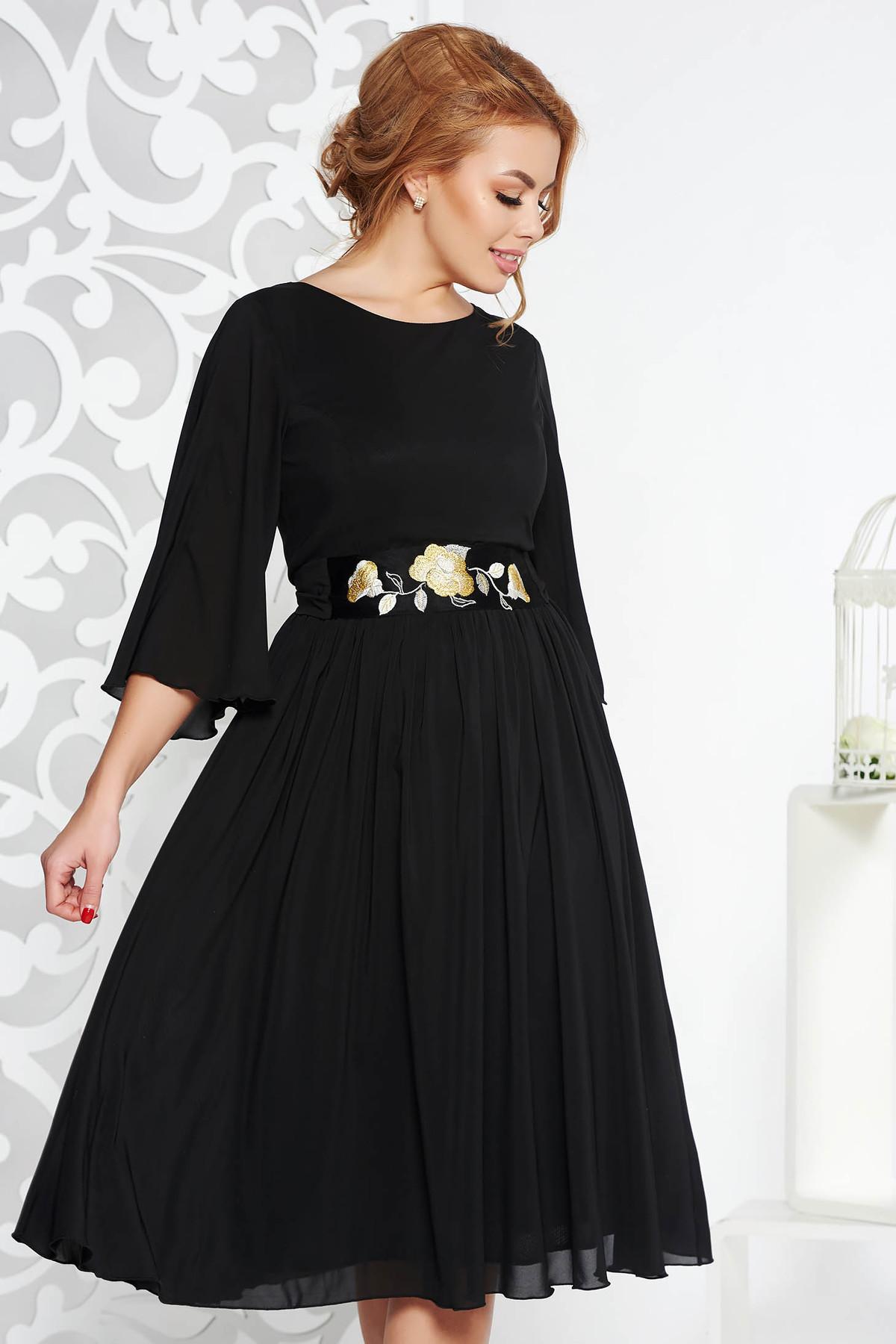 5a69edcb91 Fekete StarShinerS alkalmi harang ruha fátyol anyag belső béléssel övvel  ellátva hímzett betétekkel