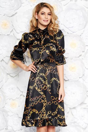 76b7f8e115 Fekete PrettyGirl elegáns harang ruha szatén anyagból belső béléssel fodrok  a ruha alján