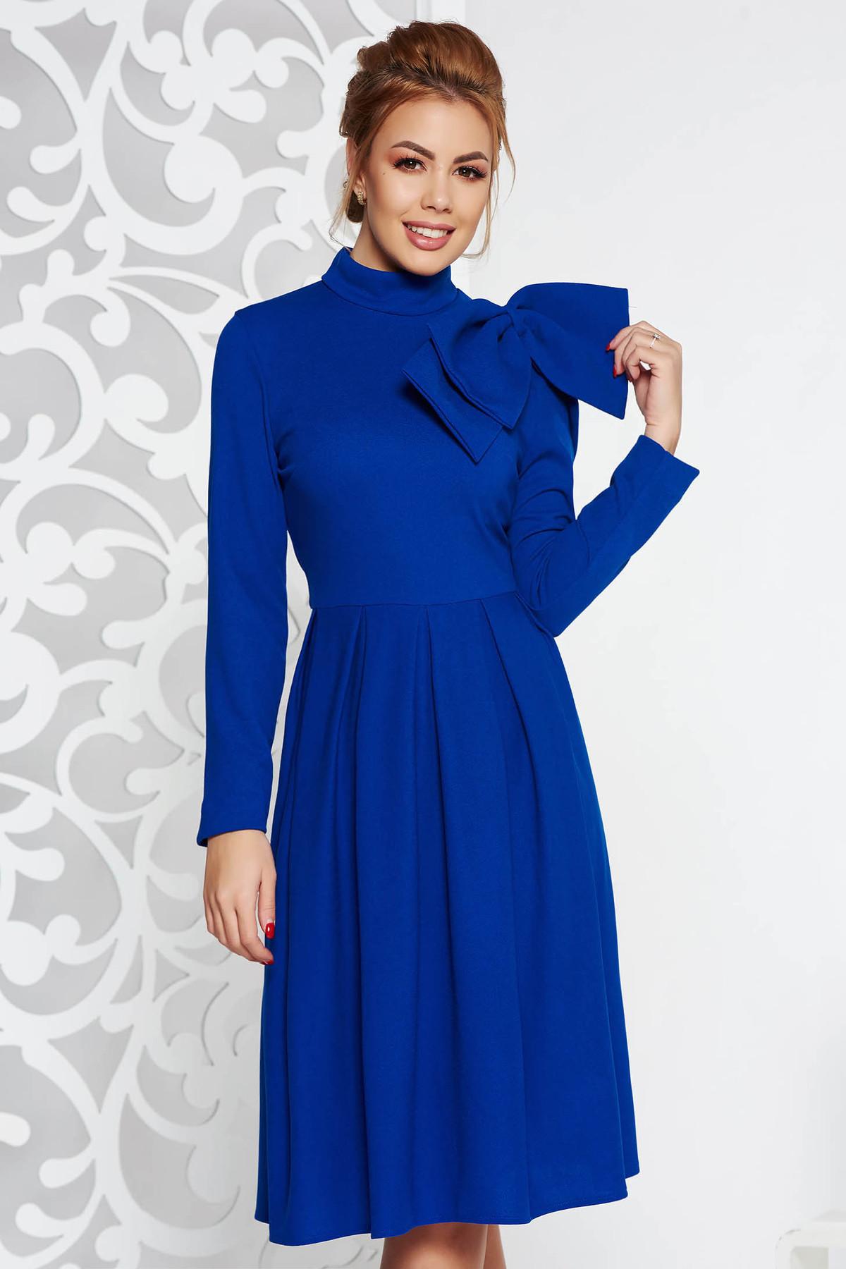 59e7730f0b Kék elegáns harang ruha enyhén rugalmas anyag masni díszítéssel