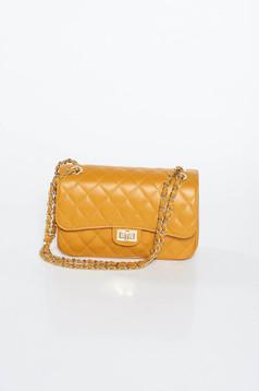 Mustar táska hosszú lánc típusú pánttal