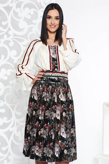 de4bfe4da8 Sötétzöld LaDonna elegáns két részes női kosztüm csipke díszítéssel övvel  ellátva