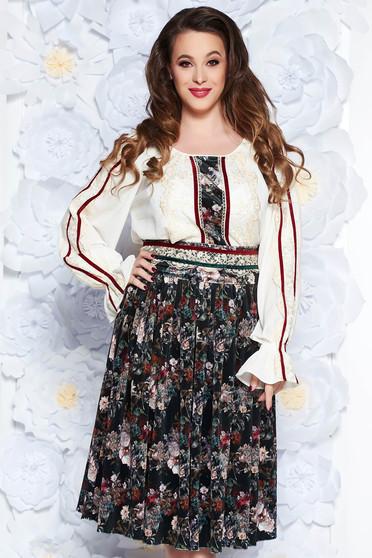Sötétzöld LaDonna elegáns két részes női kosztüm csipke díszítéssel övvel  ellátva 2ab9d5980f
