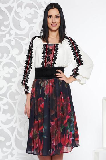 09ba5983ad Fekete LaDonna elegáns két részes női kosztüm csipke díszítéssel övvel  ellátva
