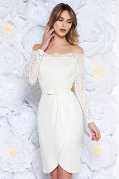 Fehér alkalmi ruha szűk szabás csipkés anyag v-dekoltázzsal 93651c21c3