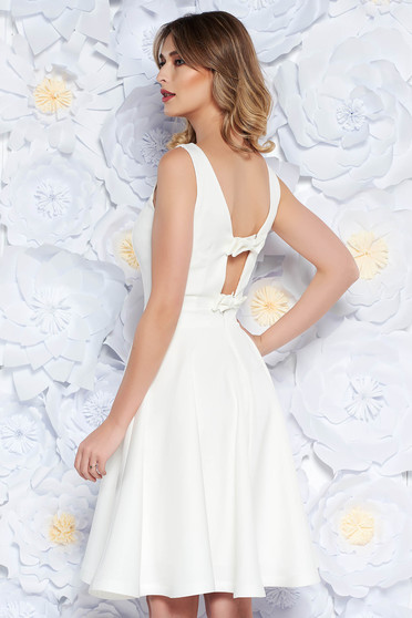 Fehér StarShinerS ruha elegáns harang enyhén rugalmas anyag belső béléssel  kivágott hátrész masni alakú kiegészítővel d53ad28443