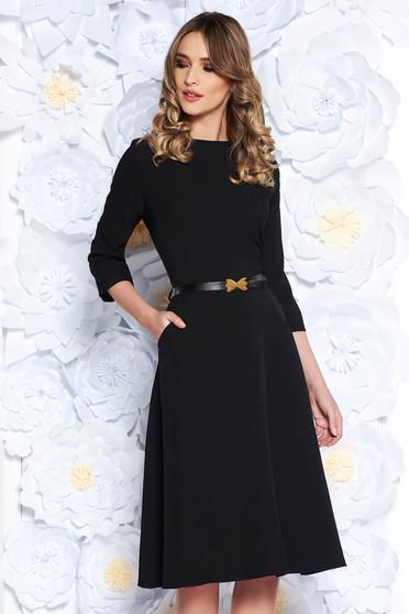 Fekete irodai harang ruha enyhén elasztikus pamut zsebes öv típusú kiegészítővel