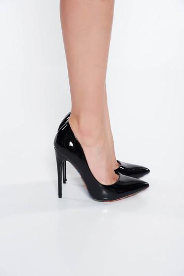 Fekete elegáns cipő lakkozott öko bőr magassarkú enyhén hegyes orral
