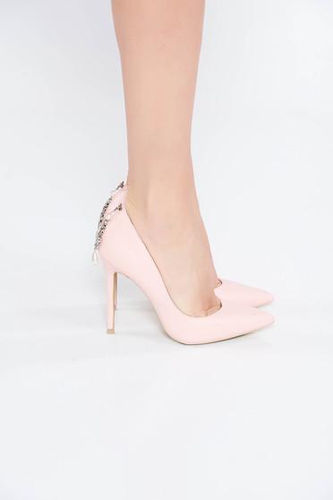 Világos rózsaszín cipő elegáns enyhén hegyes orral strassz köves kiegészítő