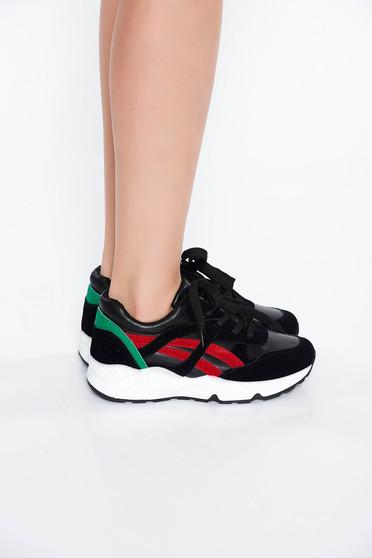 Fekete sport cipő casual lapos talpú a talp nagyon könnyű fűzővel köthető meg