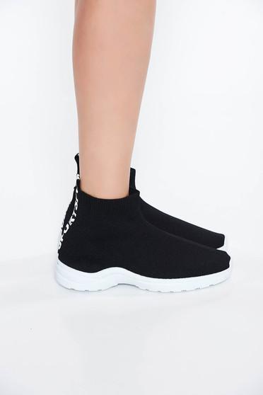 Fekete sport cipő casual lapos talpú enyhén kikerekitett orrú