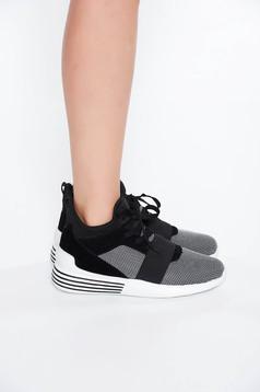 Fekete casual lapos talpú sport cipő fűzővel köthető meg