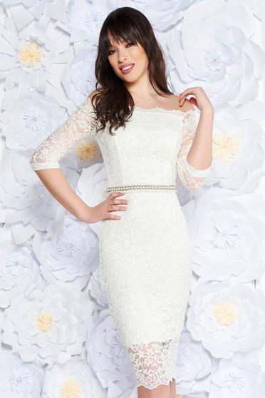 Fehér StarShinerS alkalmi midi ruha szűk szabás csipkés anyag belső béléssel övvel ellátva