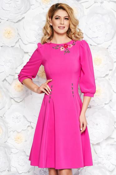 Fukszia LaDonna elegáns hímzett harang ruha enyhén elasztikus szövet  háromnegyedes ujjakkal 8f4de8e841
