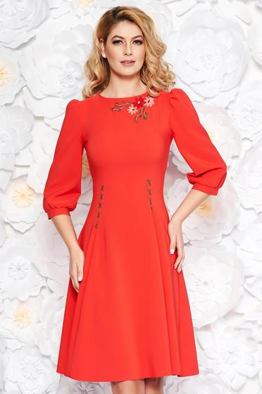 Piros LaDonna elegáns hímzett harang ruha enyhén elasztikus szövet háromnegyedes ujjú