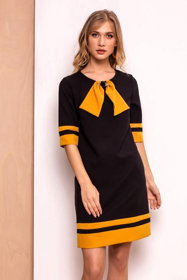 Fekete PrettyGirl irodai a-vonalú ruha enyhén elasztikus szövet belső  béléssel bross kiegészítővel e13f3c45a3