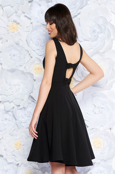 Fekete StarShinerS elegáns harang ruha enyhén rugalmas anyag belső béléssel kivágott hátrész masni alakú kiegészítővel