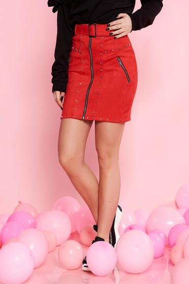 Piros SunShine casual szoknya bársonyos anyag fémes szegecsekkel öv típusú kiegészítővel