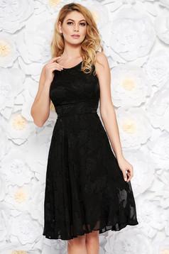 Fekete alkalmi harang ruha fátyol anyag kidomborodó virágokkal belső béléssel ujjatlan