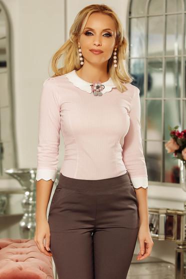 Világos rózsaszín Fofy irodai szűk szabású női ing kerek gallér enyhén elasztikus pamut bross kiegészítővel