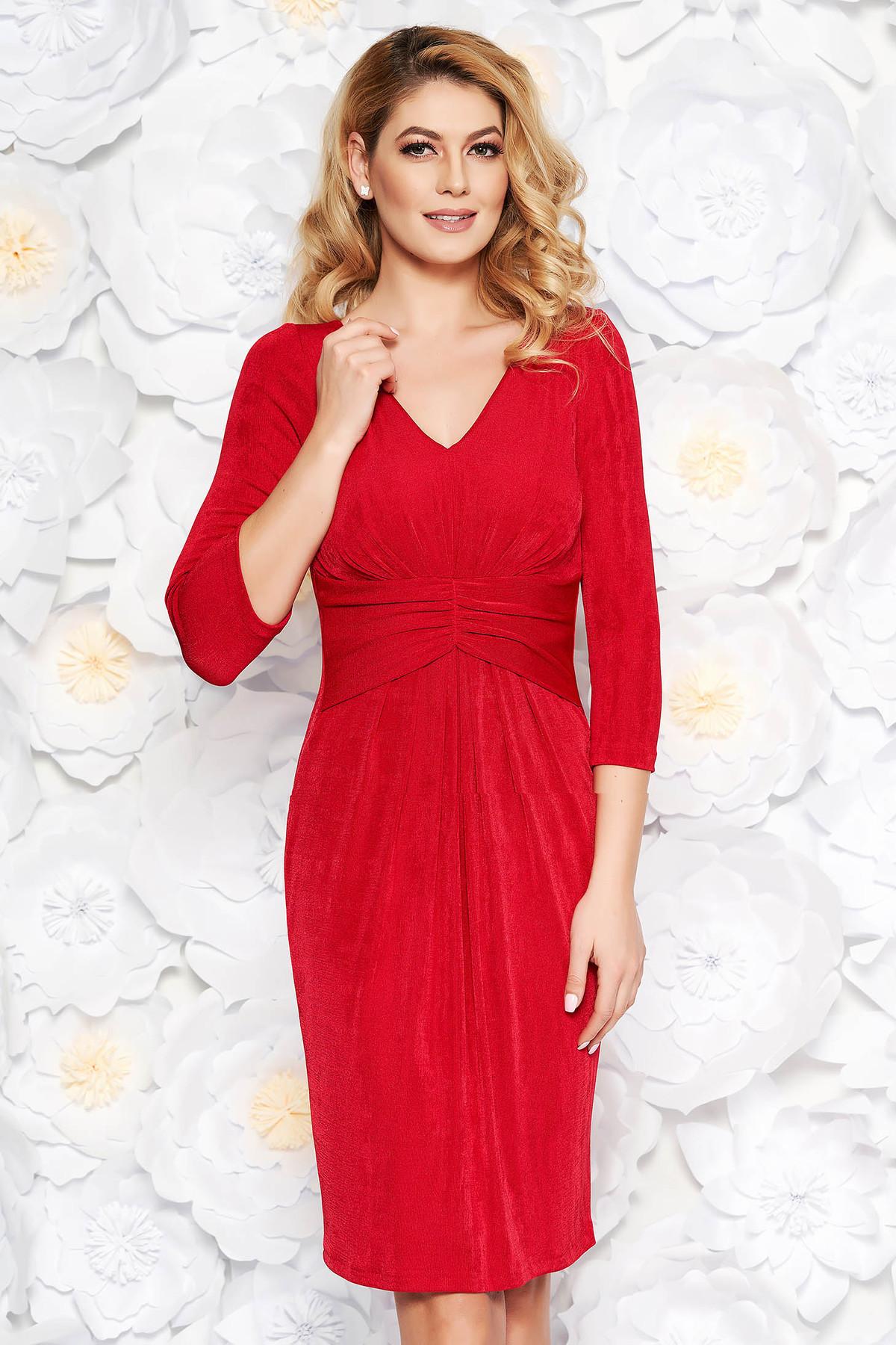 9b3076f570 Piros alkalmi midi ruha fényes anyag belső béléssel v-dekoltázzsal