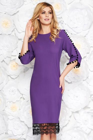 Lila elegáns bő szabású ruha enyhén rugalmas anyag csipke díszítéssel bojtos