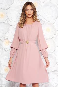 Rózsaszínű LaDonna elegáns bő szabású ruha fátyol belső béléssel övvel ellátva