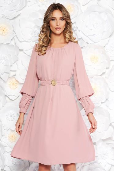 6e899c1e75 Rózsaszínű LaDonna elegáns bő szabású ruha fátyol belső béléssel övvel  ellátva