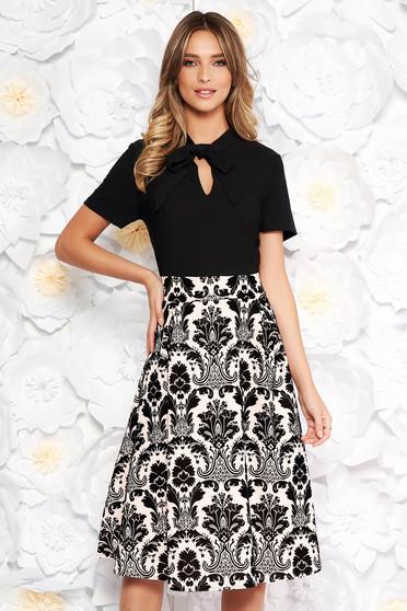 Fekete elegáns midi harang ruha bársonyos anyag