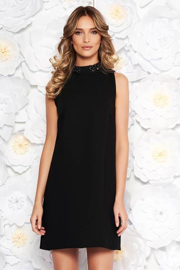 Fekete StarShinerS elegáns bő szabású ruha belső béléssel gyöngyös díszítés