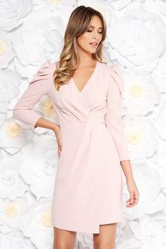 Rózsaszínű Artista alkalmi ruha rugalmas anyag belső béléssel v-dekoltázzsal