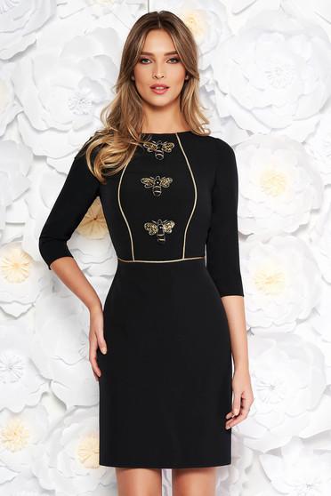 Fekete elegáns ceruza ruha enyhén rugalmas szövet belső béléssel flitteres és himzett díszítés