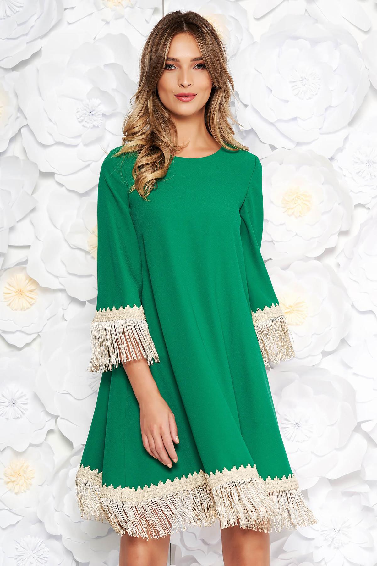 fbb4e7bd3f Zöld LaDonna elegáns bő szabású ruha rugalmatlan szövet rojtos 3/4-es  ujjakkal