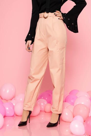 Barackvirágszínű StarShinerS casual magas derekú nadrág enyhén elasztikus pamut csattos övvel van ellátva oldalt zsebekkel