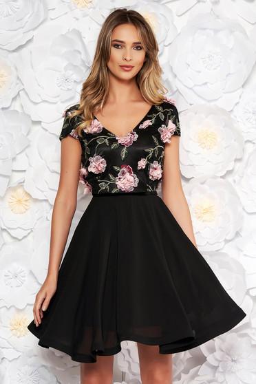 079f210232 Fekete StarShinerS alkalmi harang ruha fátyol anyag v-dekoltázzsal hímzett  virágos díszek 3d effekt