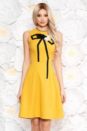 Mustar Artista ruha elegáns a-vonalú enyhén rugalmas anyag kézzel varrott  díszítésekk fafc086169