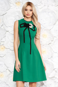 Zöld Artista elegáns harang ruha enyhén rugalmas anyag kézzel varrott díszítésekk