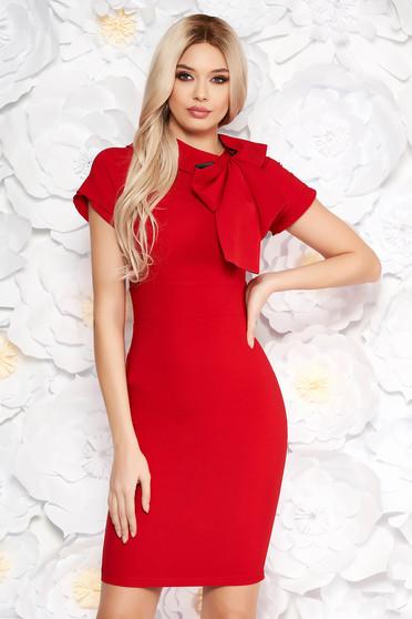 Elegáns piros Artista ruha ceruza enyhén rugalmas anyag masni díszítéssel