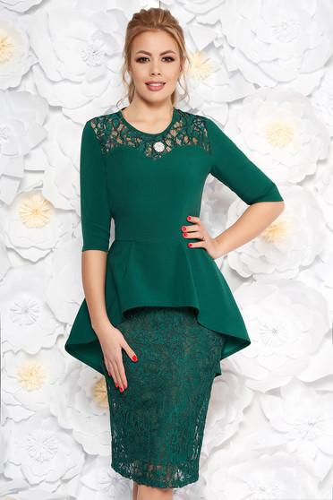 Zöld alkalmi ceruza ruha csipkés anyag derekán fodros övvel ellátva