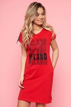 Piros SunShine casual bő szabású ruha enyhén elasztikus pamut írásos mintával
