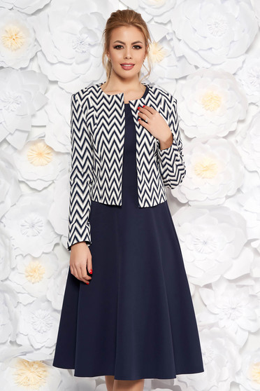 Deréktól bővülő sötétkék női kosztüm geometriai mintával 99350f4ce9