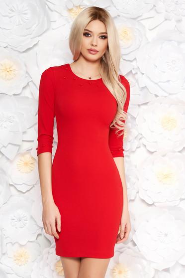 Szűk szabás háromnegyedes ujjú piros ruha